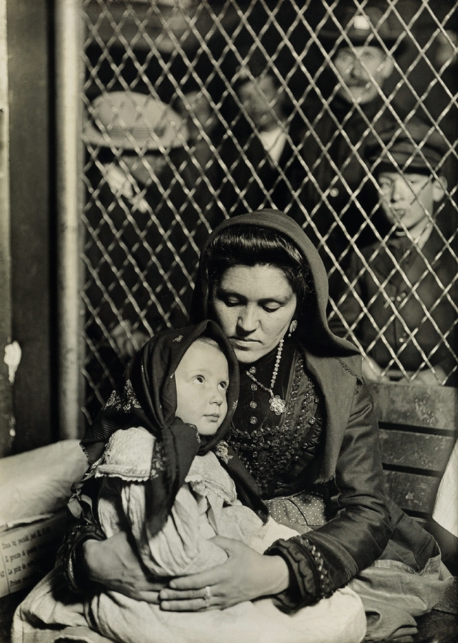 Lewis Hine (1874-1940) 'Mother and child Ellis Island' c. 1907