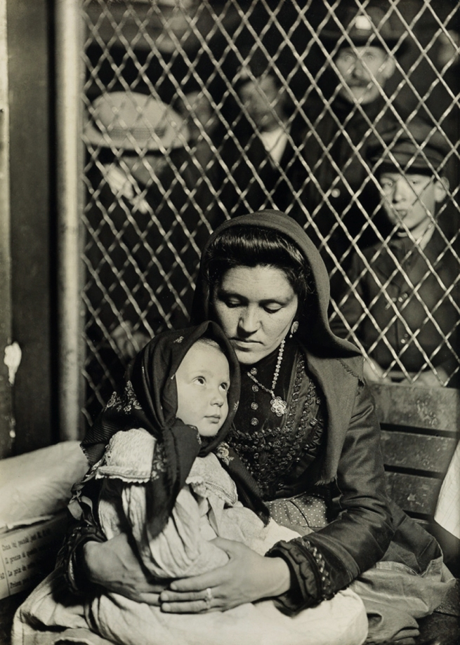 Lewis Hine (1874-1940) 'Mother and child Ellis Island' c. 1907