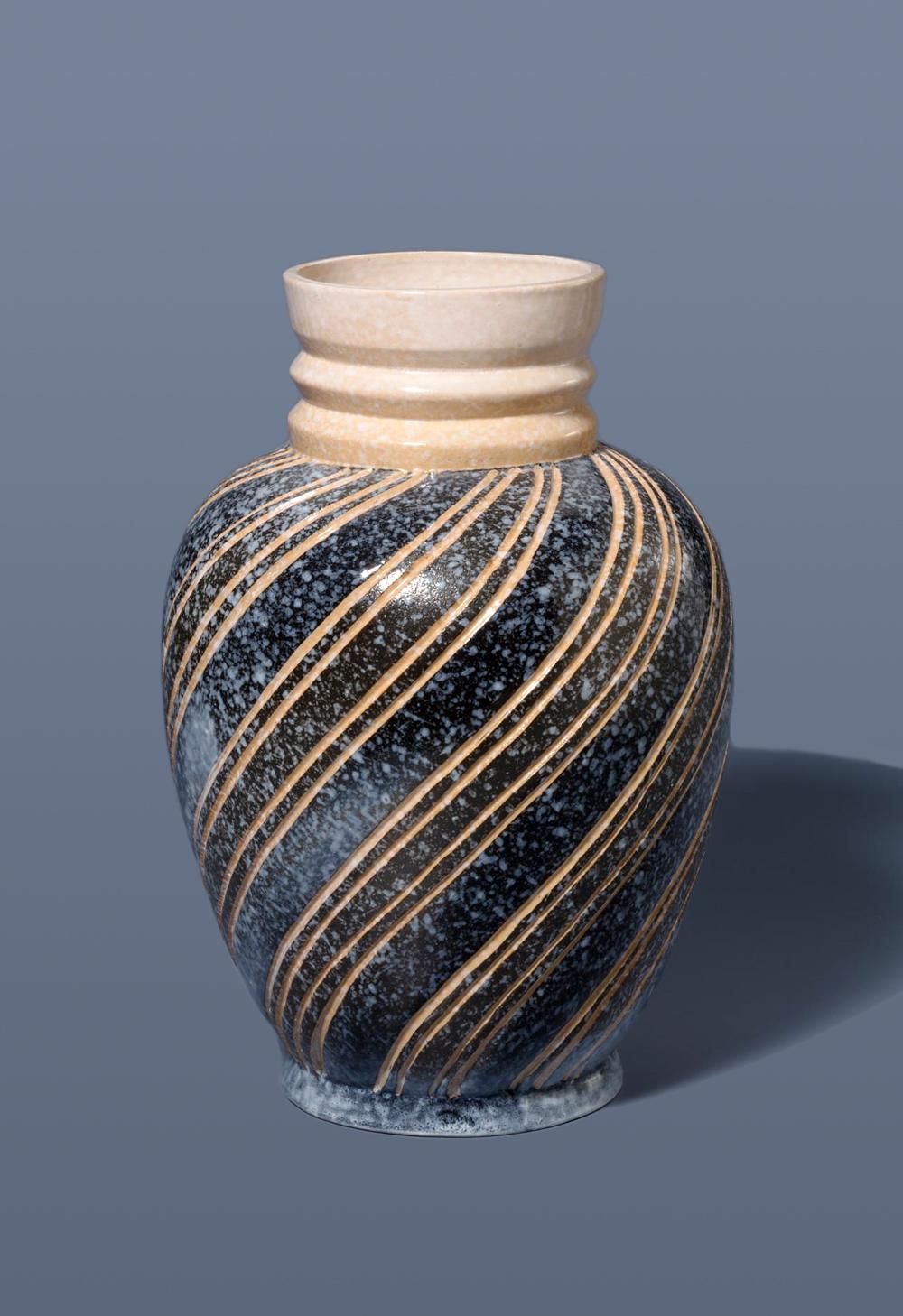 Generous Vintage Square Textured Davidsons Luna Vase Glass British