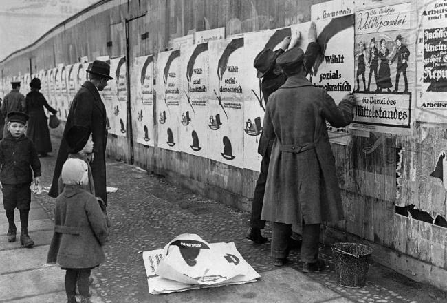 Unknown photographer. 'Hoardings with SPD election posters' before 19.1.1919