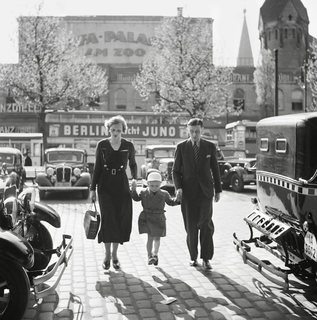 Roman Vishniac (1897-1990) 'German family walking between taxicabs in front of the Ufa-Palast movie theater, Berlin' late 1920s-early 1930s