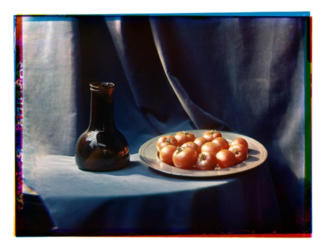 Bernard F. Eilers (1878-1951) 'Stilleven met glazen fles en een tinnen schaal met tomaten' (Still life with glass bottle and a tin dish with tomatoes) 1920/1939