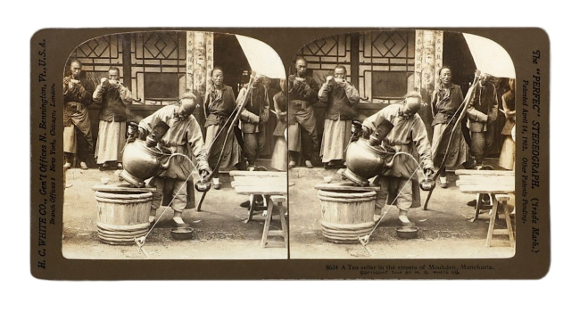 """Herbert Ponting (1870-1935) (photographer) The """"Perfec"""" Stereograph. H.C. White Co., (publisher) 'A Tea seller in the streets of Moukden, Manchuria' c. 1906"""