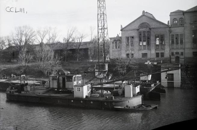 Unknown photographer. 'Hungary, Budapest III., Óbuda Óbuda Shipyard, Danube branch next to Hajógyári Island, BL floating crane and two DDSG barge' 1920