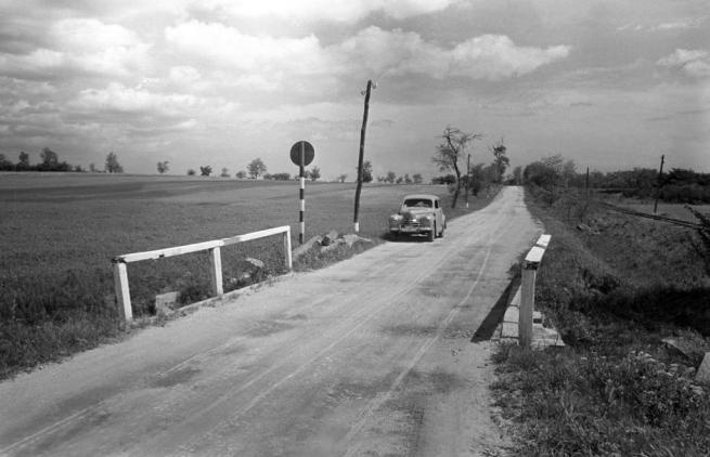 Unknown photographer. 'Hungary on 8126 from Söréd and Csákberény towards Csákberény. To the right is the Bodajk-Gánt railway' 1950s