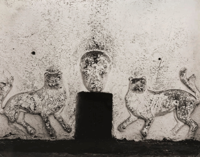Edward Weston. 'Stone lions in relief, Oaxaca' 1926