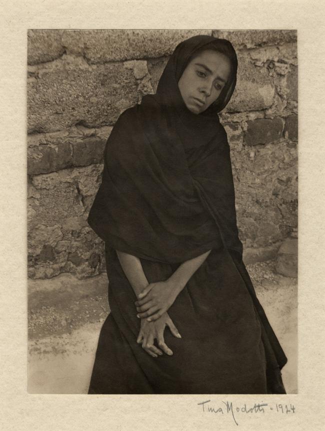 Tina Modotti. 'Elisa Kneeling' 1924