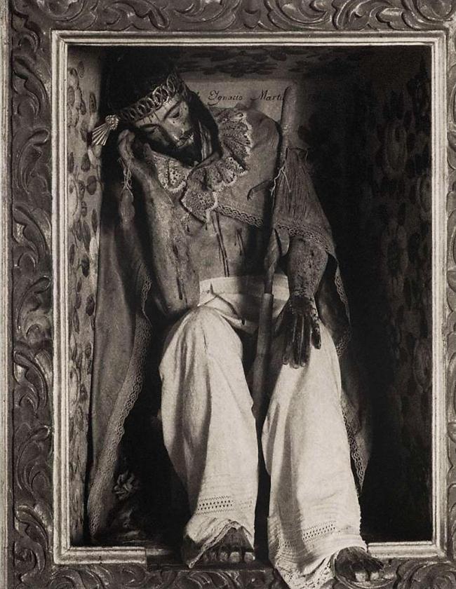 Paul Strand. 'Cristo - Tlacochoaya - Oaxaca' 1933