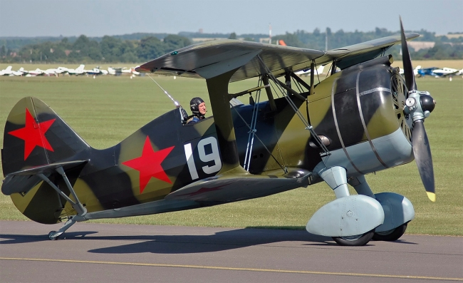 Kogo. 'Polikarpov I-15bis 'Bort 19' (Aviarestoration)' 2005