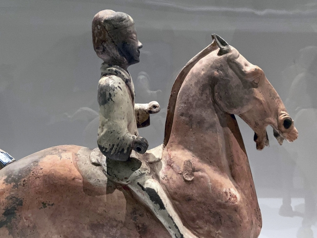 Large cavalrymen 彩绘骑马俑 Western Han dynasty, 207 BCE - 9 CE