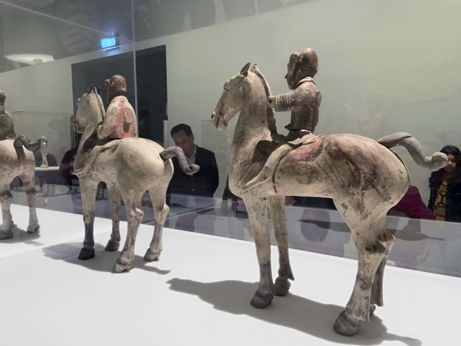 Large cavalrymen 彩绘骑马俑 Western Han dynasty, 207 BCE - 9 CE