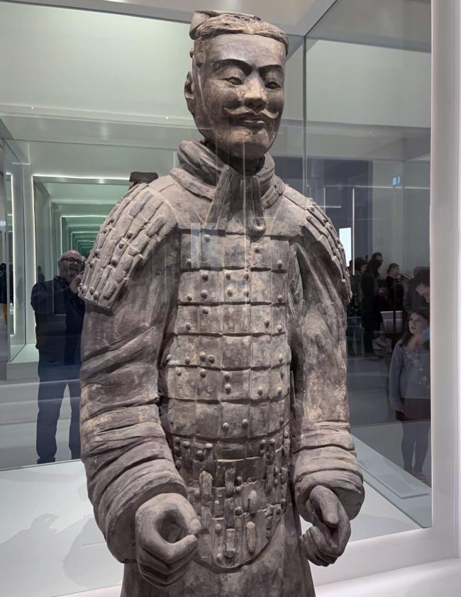 Armoured military officer 中级铠甲军吏俑 Qin dynasty, 221 - 207 BCE