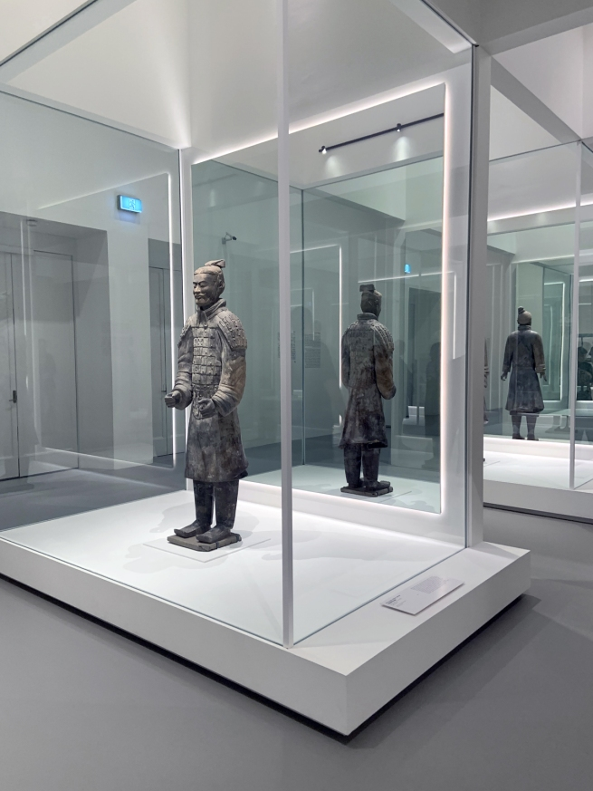 Armoured military officer 中级铠甲军吏俑 Qin dynasty, 221 - 207 BCE
