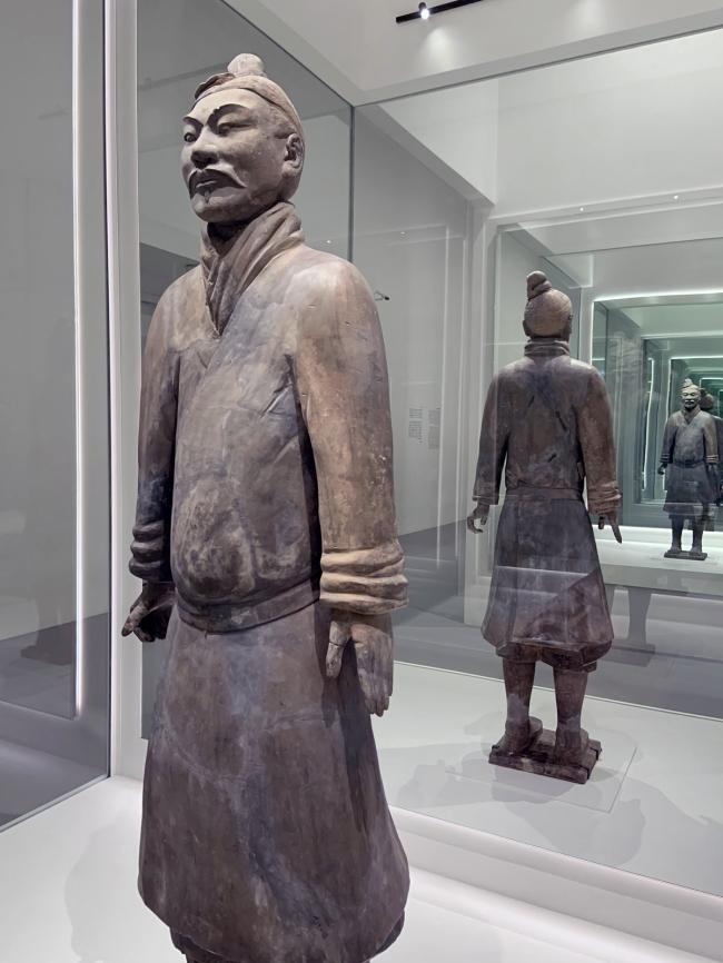 Unarmoured infantryman 战袍武士俑 Qin dynasty, 221 - 207 BCE