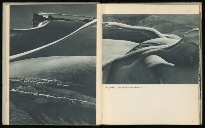 Stefan Kruckenhauser. 'In großen Linien zeichnet der Schnee, Aus: Du schöner Winter in Tirol. Ski- und Hochgebirgs-Erlebnisse mit der Leica' 1937