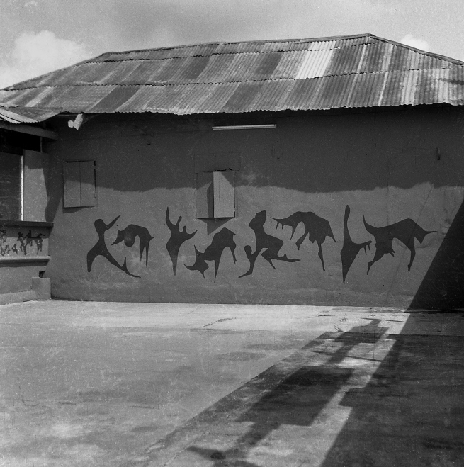 Interior courtyard of the Mbari Artists' and Writers' Club, Ibadan, with murals by Uche Okeke © Centre for Black Culture and International Understanding (CBCIU), Osogbo, Oshun State, Nigeria / Iwalewahaus, University of Bayreuth, Germany
