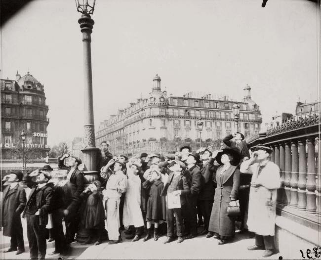 Eugène Atget (French, 1857-1927) 'Pendant l'éclipse' 1912