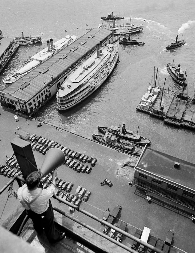 André Kertész (Hungarian, 1894-1985) 'New York' 1939
