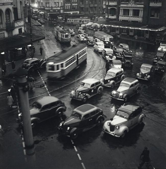 Max Dupain. 'Rush Hour, Kings Cross' 1938