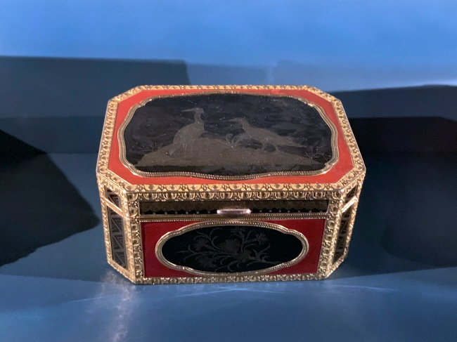 J.M. Tiron (goldsmith) 'Cage-mounted snuffbox with lacquer panels' Paris, 1761-1762