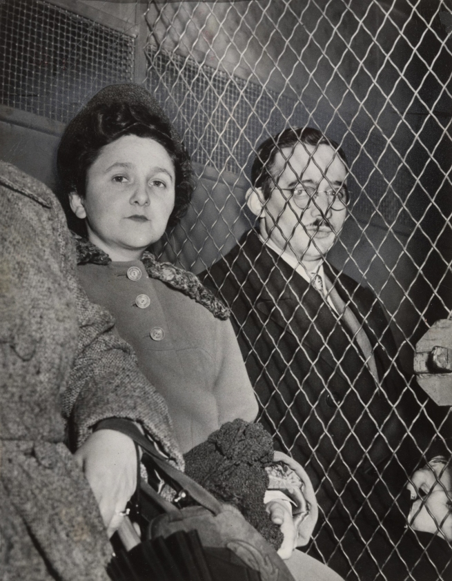Associated Press, Roger Higgins. 'Ethel and Julius Rosenberg on Their Way to Jail in New York' March 29, 1951