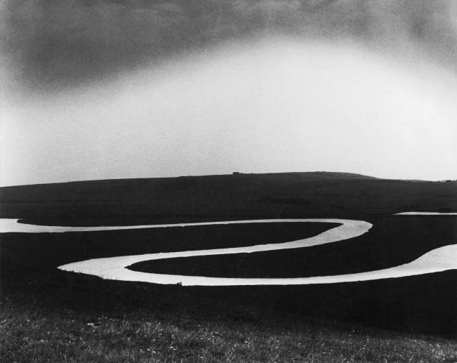 Bill Brandt (British, born Germany 1904-1983) 'Cuckmere River' (Río Cuckmere) 1963