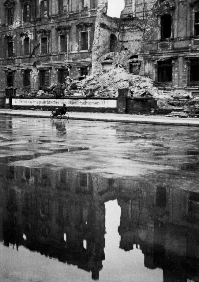 Friedrich Seidenstücker(1882-1966) 'Ein rollstuhlfahrer passiert die ruine des stadtschlosses' (A wheelchair user passes the ruins of the city palace) 1947