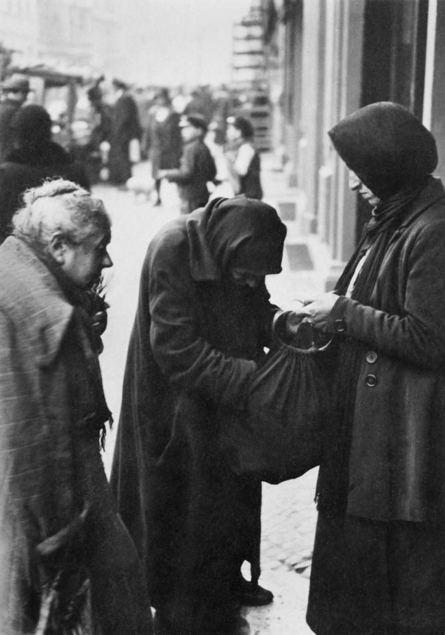 Friedrich Seidenstücker(1882-1966) 'Verarmte Jüdinnnen in de Grenadierstraße' (Impoverished Jewish women in de Grenadierstrasse) c. 1930