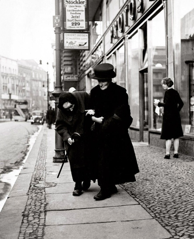 Friedrich Seidenstücker(1882-1966) 'Elderly couple in Berlin' 1929