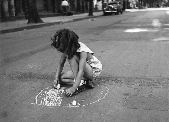 Friedrich Seidenstücker(1882-1966) 'Kleines Mädchen malt mit Kreide auf den Straßenasphalt' (Little girl paints with chalk on the asphalt road) 1925-1930